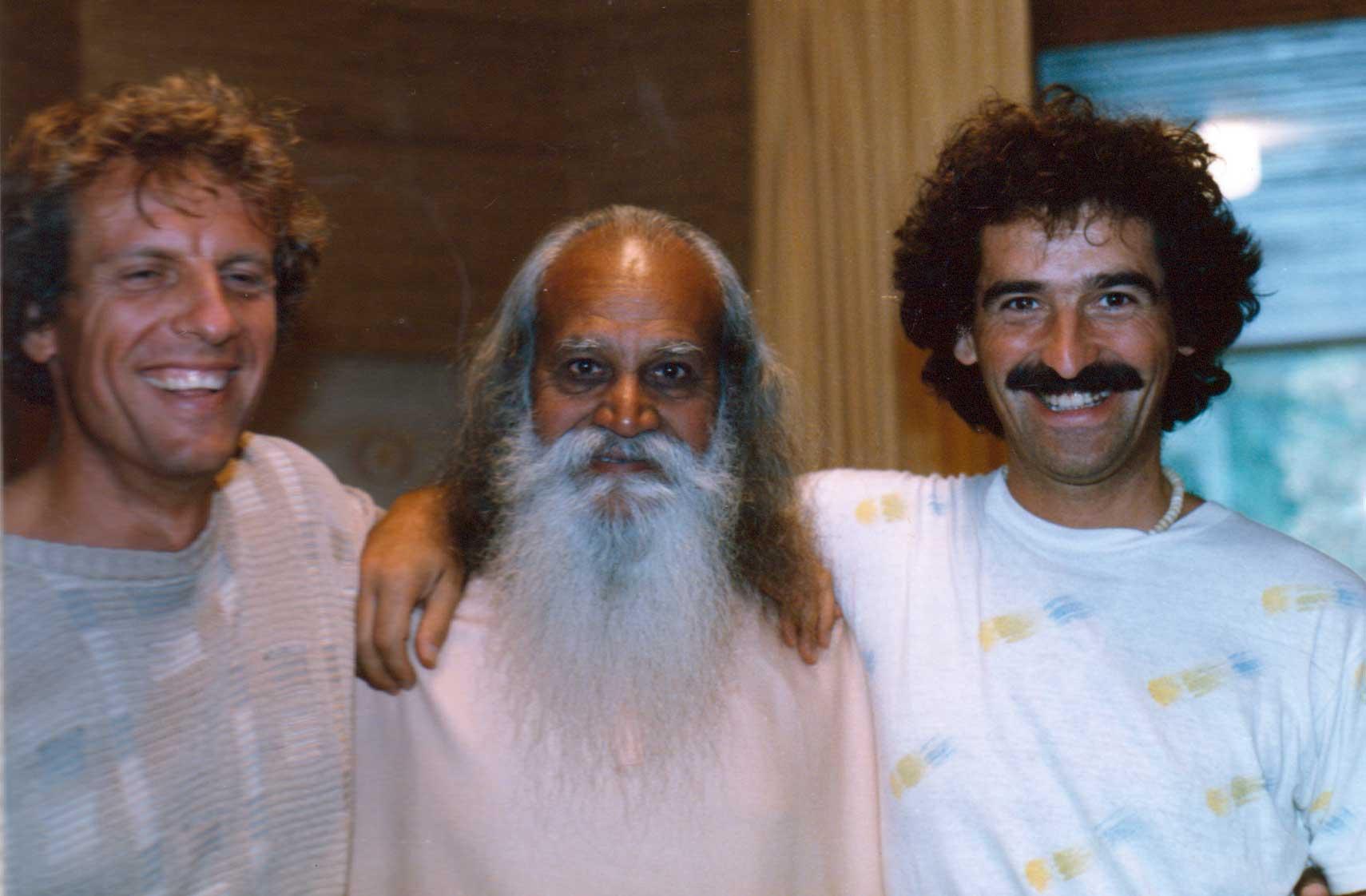 1986 Patrick Tomatis, Sw. Satchitananda y Carlos